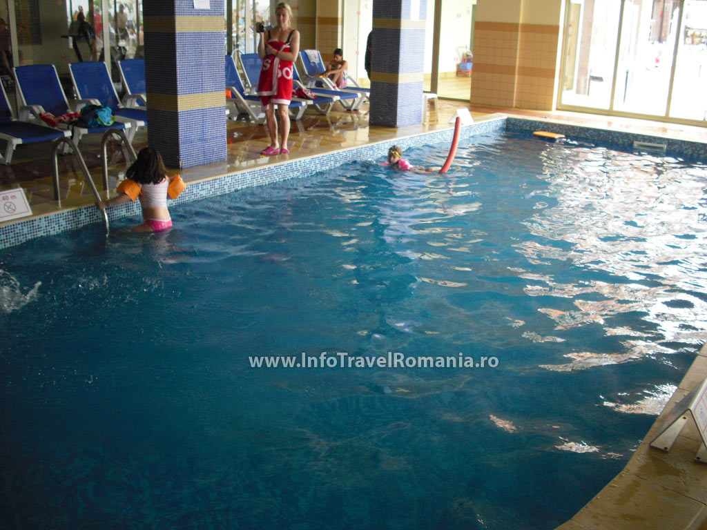 hotel10_piscina_interioara_sol_luna_bay.