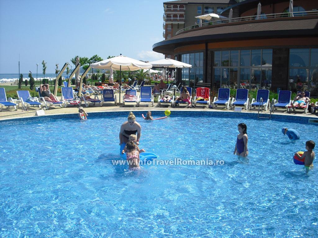 hotel13-piscina-exterioara-copii-hotel-sol-luna-bay