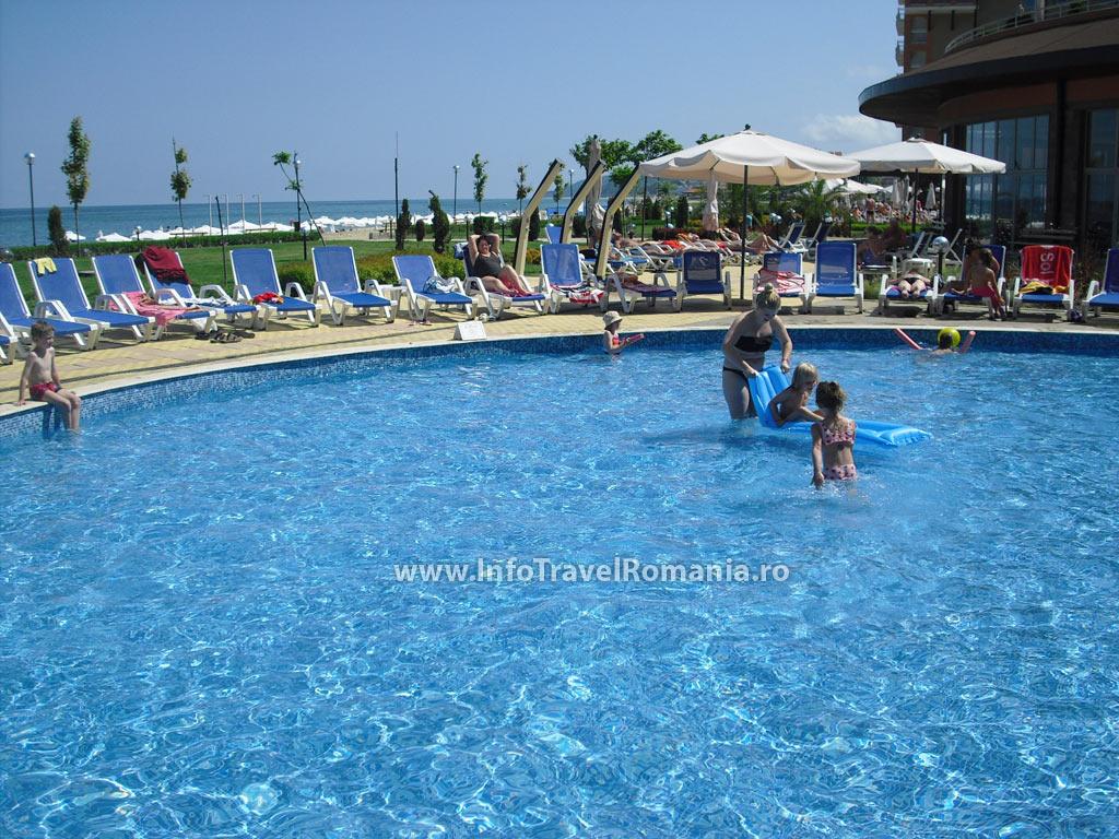 hotel14-piscina-exterioara-copii-hotel-sol-luna-bay
