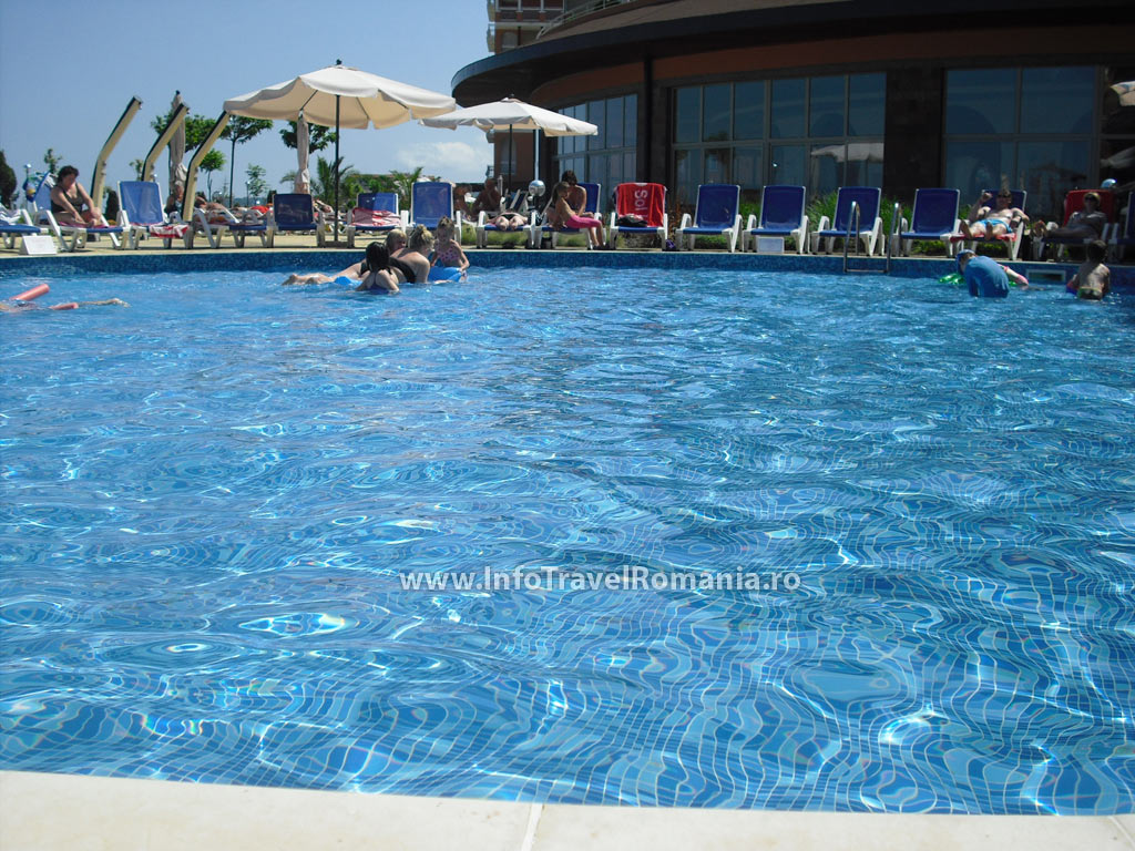 hotel15-piscina-exterioara-copii-hotel-sol-luna-bay
