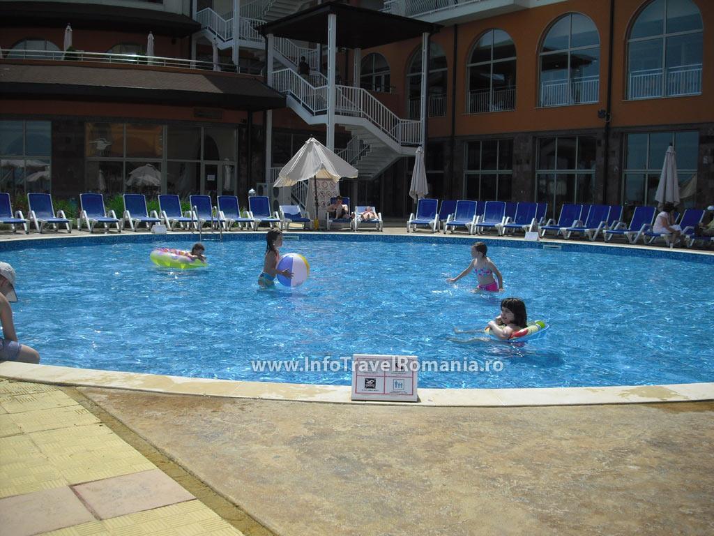 hotel17-piscina-exterioara-copii-hotel-sol-luna-bay