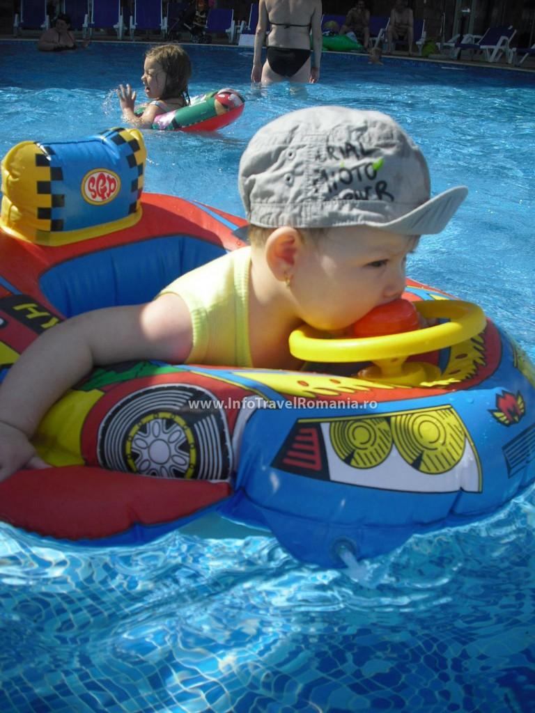 hotel32-piscina-exterioara-copii-hotel-sol-luna-bay