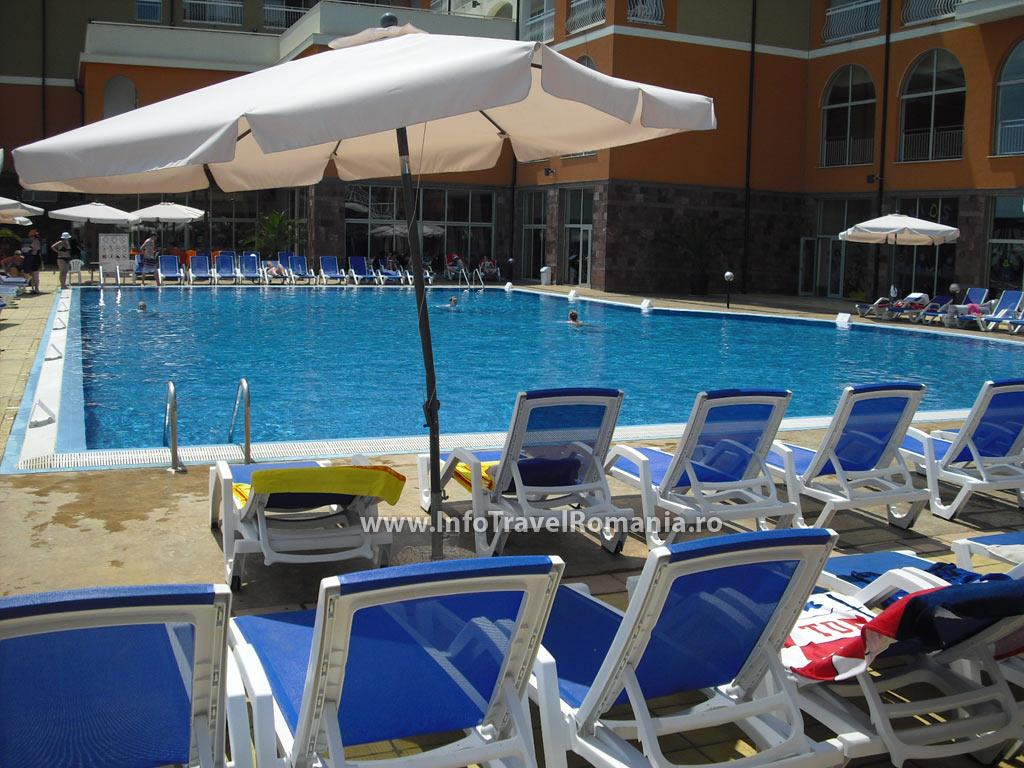 hotel50-piscina-adulti-sol-luna-bay