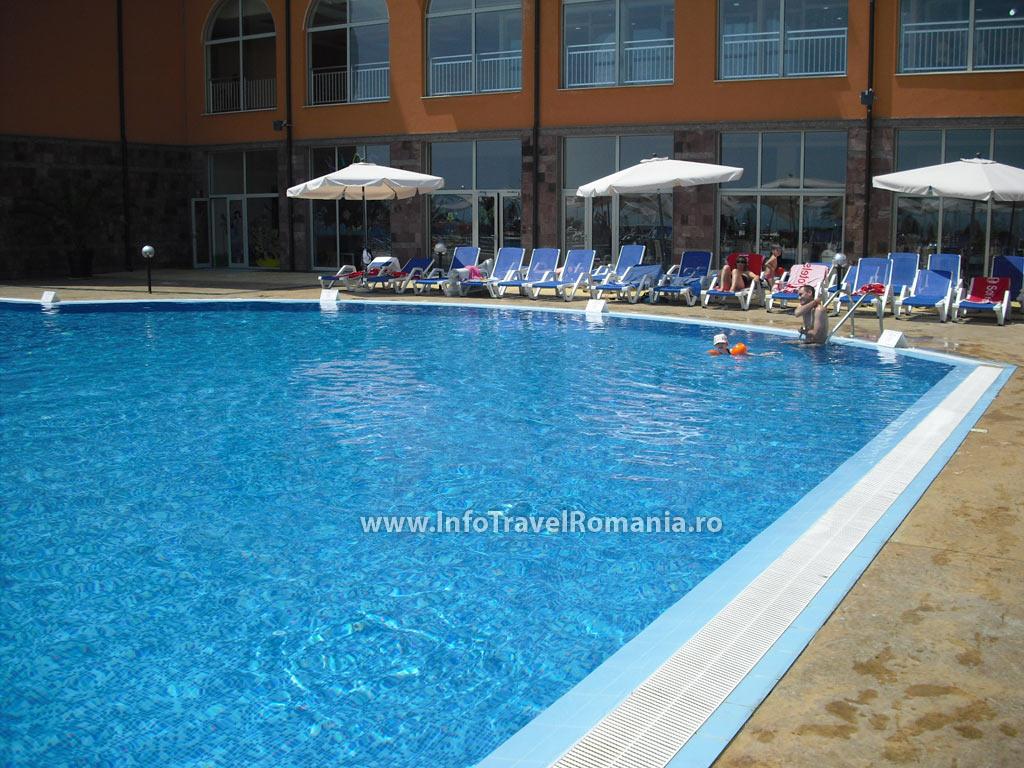 hotel51-piscina-adulti-sol-luna-bay