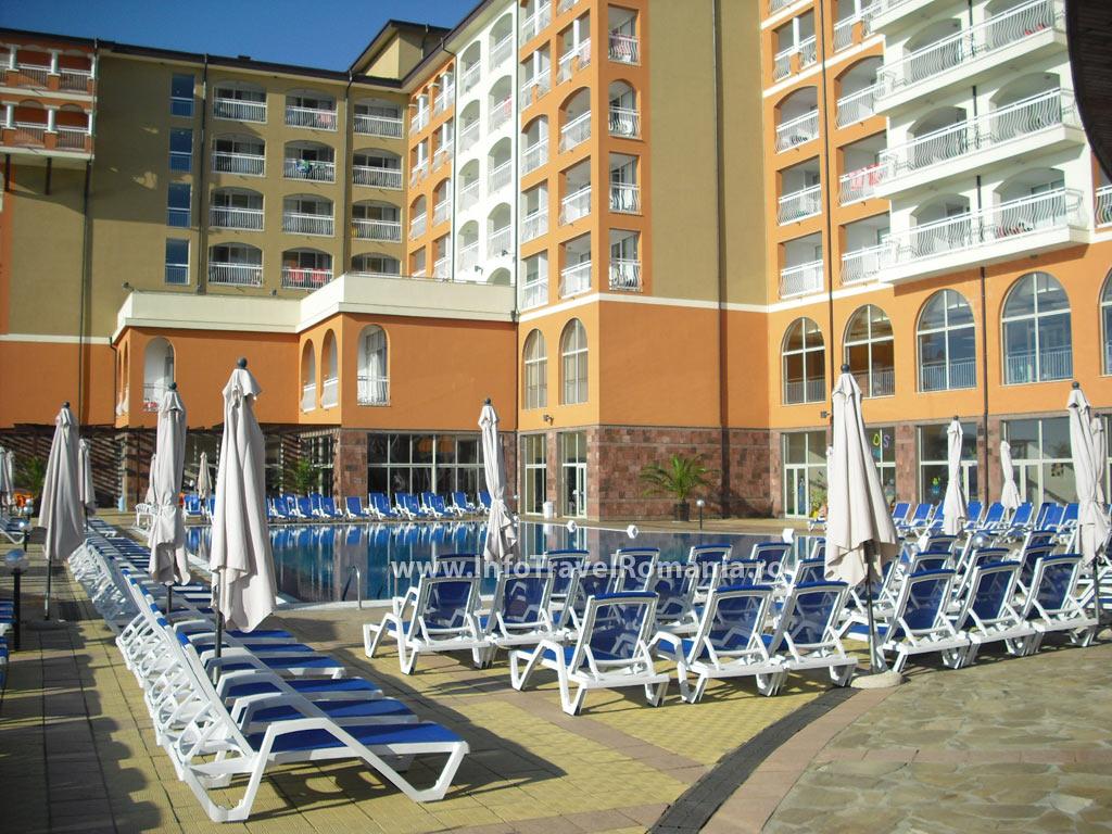 hotel52-piscina-adulti-sol-luna-bay