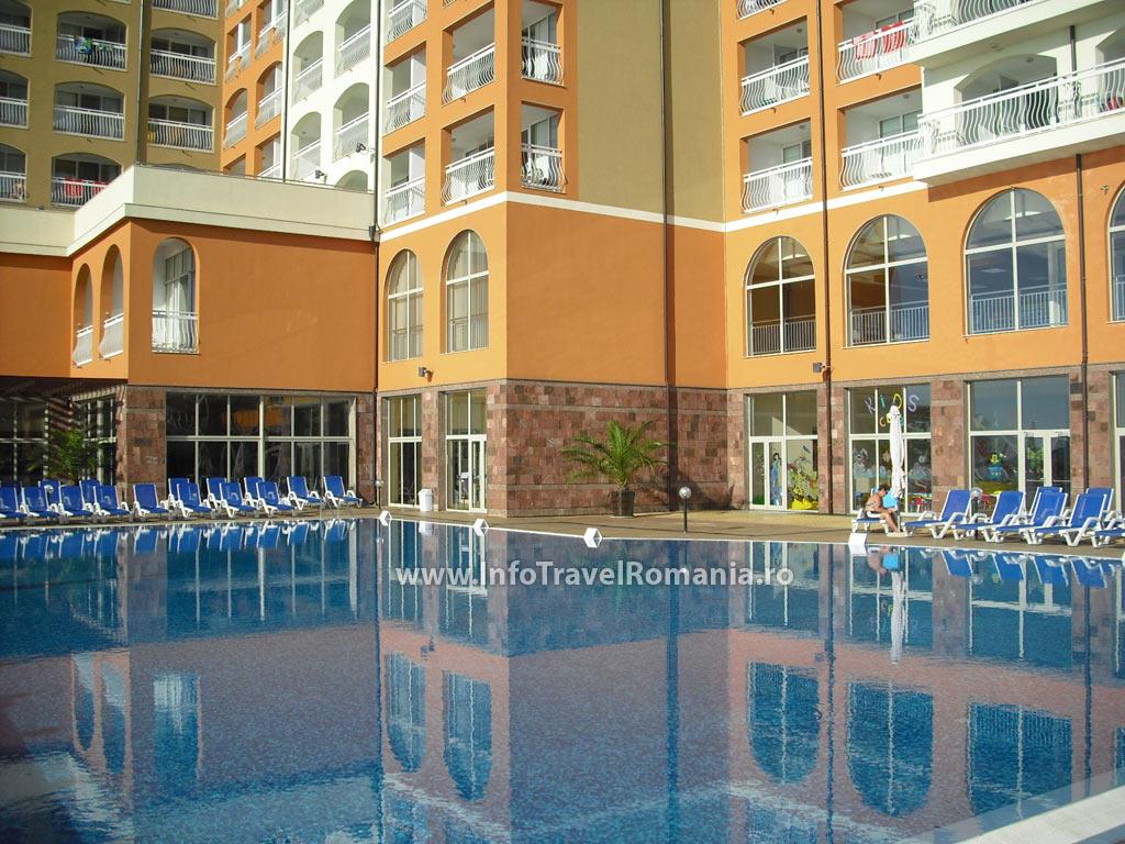 hotel53-piscina-adulti-sol-luna-bay