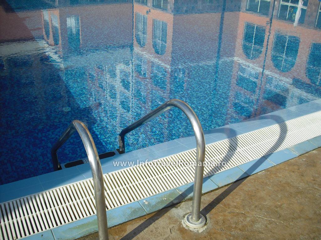 hotel54-piscina-adulti-sol-luna-bay