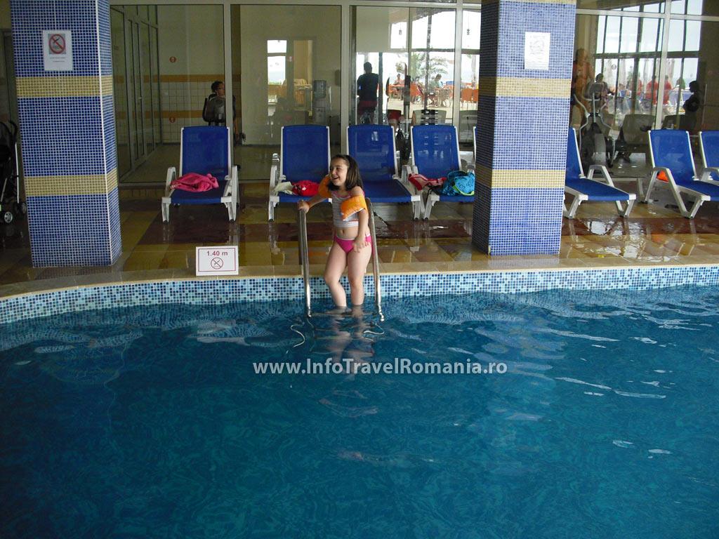 hotel7_piscina_interioara_sol_luna_bay