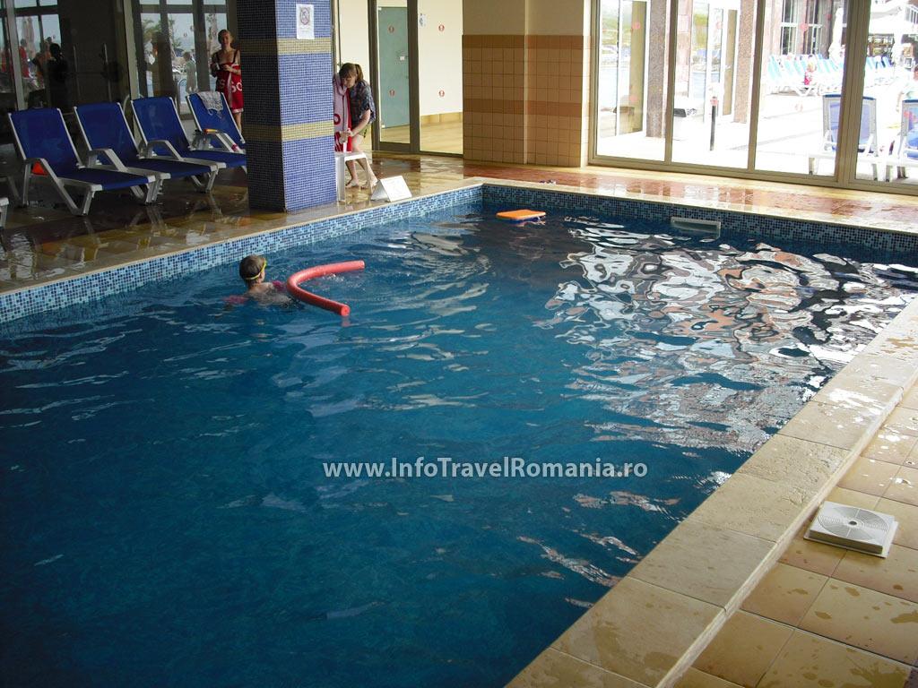 hotel8_piscina_interioara_sol_luna_bay.