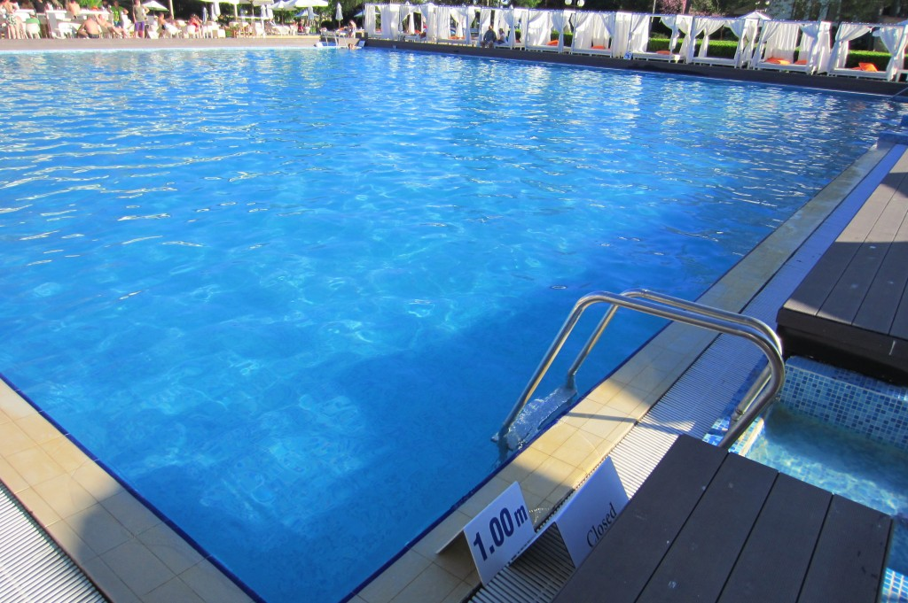 grand-hotel-varna-piscina-exterioara13