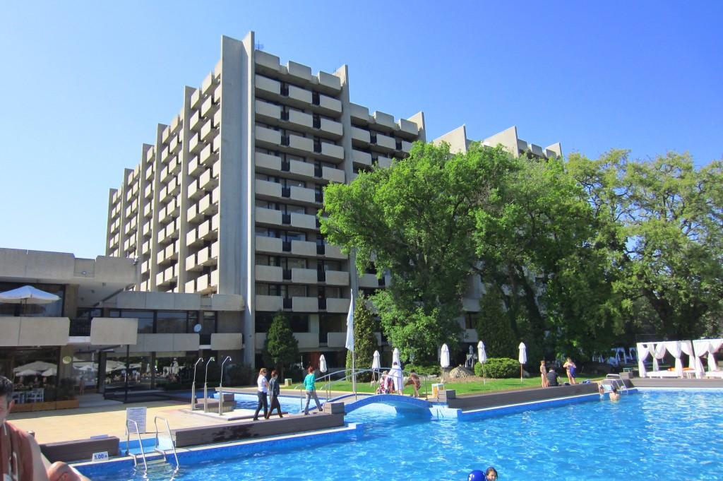 grand-hotel-varna-piscina-exterioara3