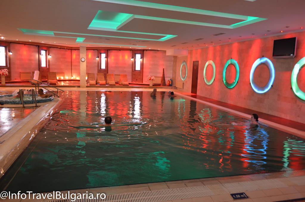 Piscina cu apa calda si sarata la Grand Hotel Pomorie 5*