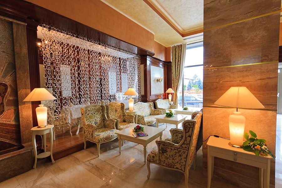 Lobby Hotel Roman Plaza