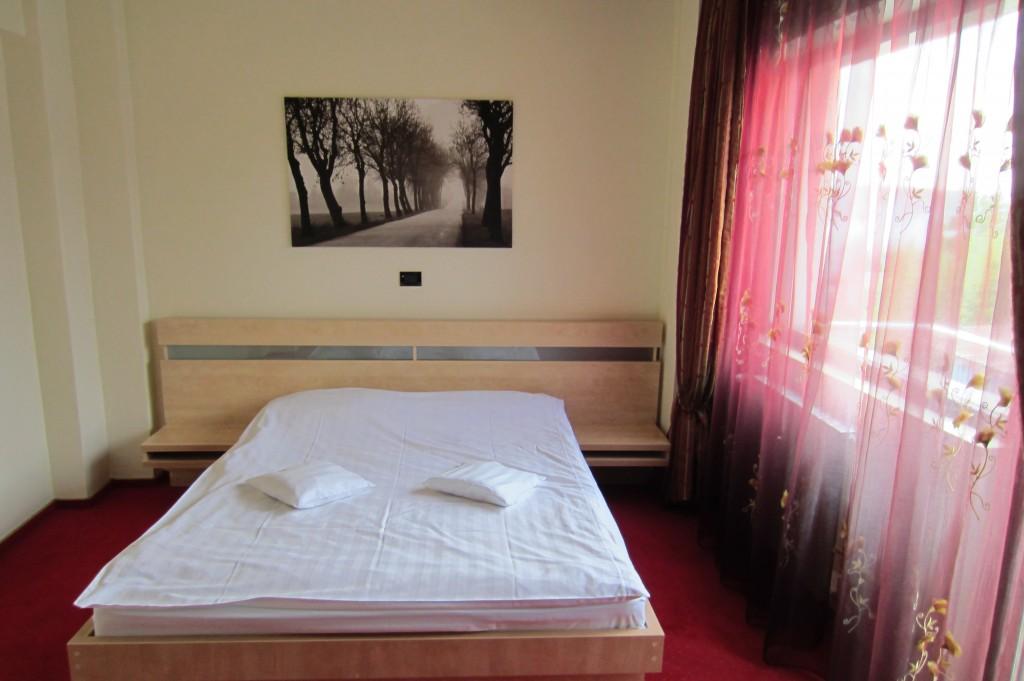 45-hotel-clipa-camera-mehedinti