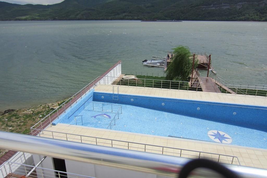 63-pensiunea-ancora-piscina-mehedinti