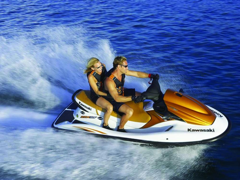 Interzis ambarcatiuniunilor cu motor printre turistii care inoata in apele Marii Negre