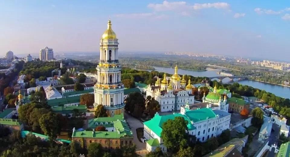 Ucraina interzice intrarea strainilor in luna septembrie 2020