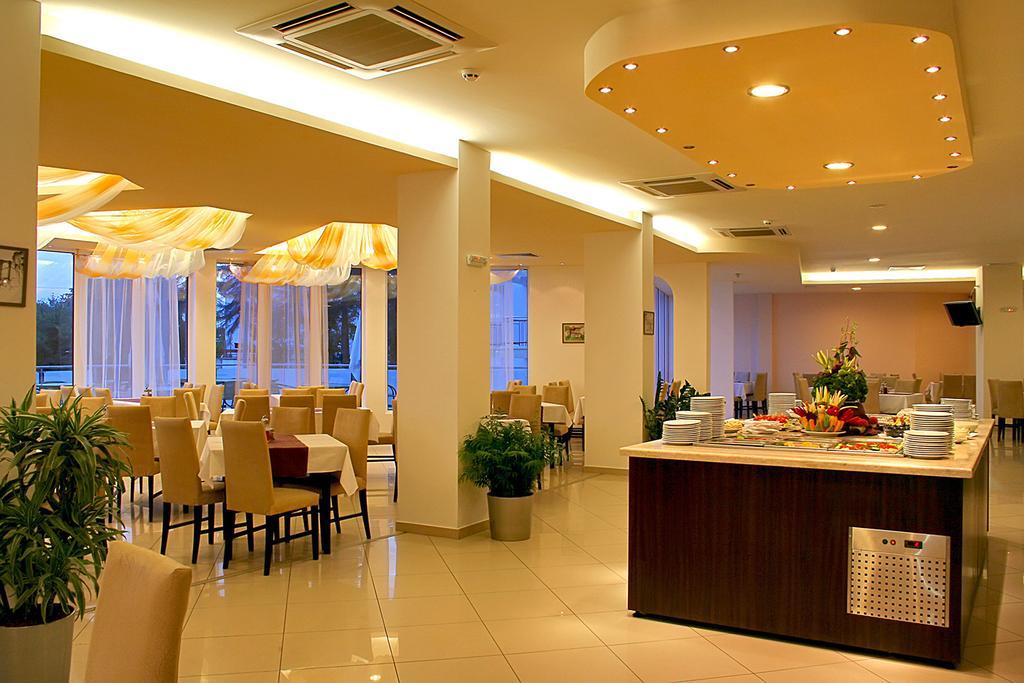 Hotel Aqua Azur Constantin si Elena 7