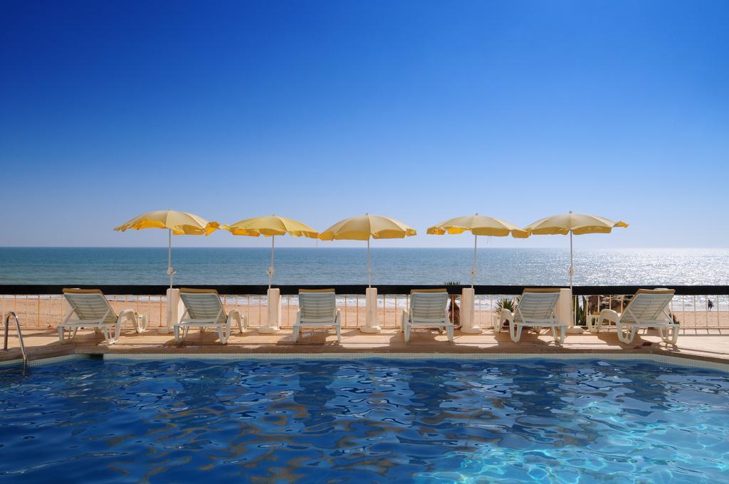 Hotel Holiday Inn Algarve Armacao de Pera 4