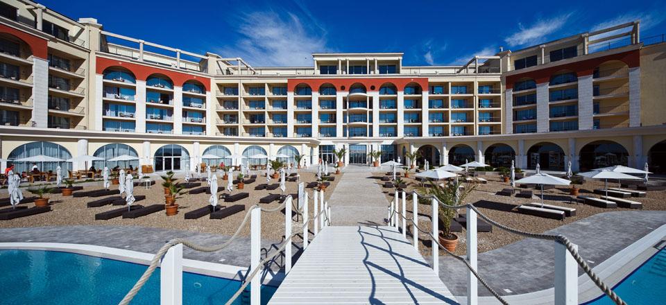 Hotel Lighthouse Golf Resort Spa Kavarna 6