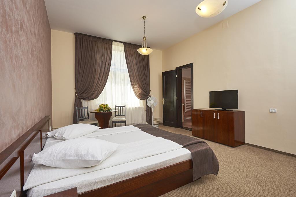 Regim hotelier Ambient Brasov 6