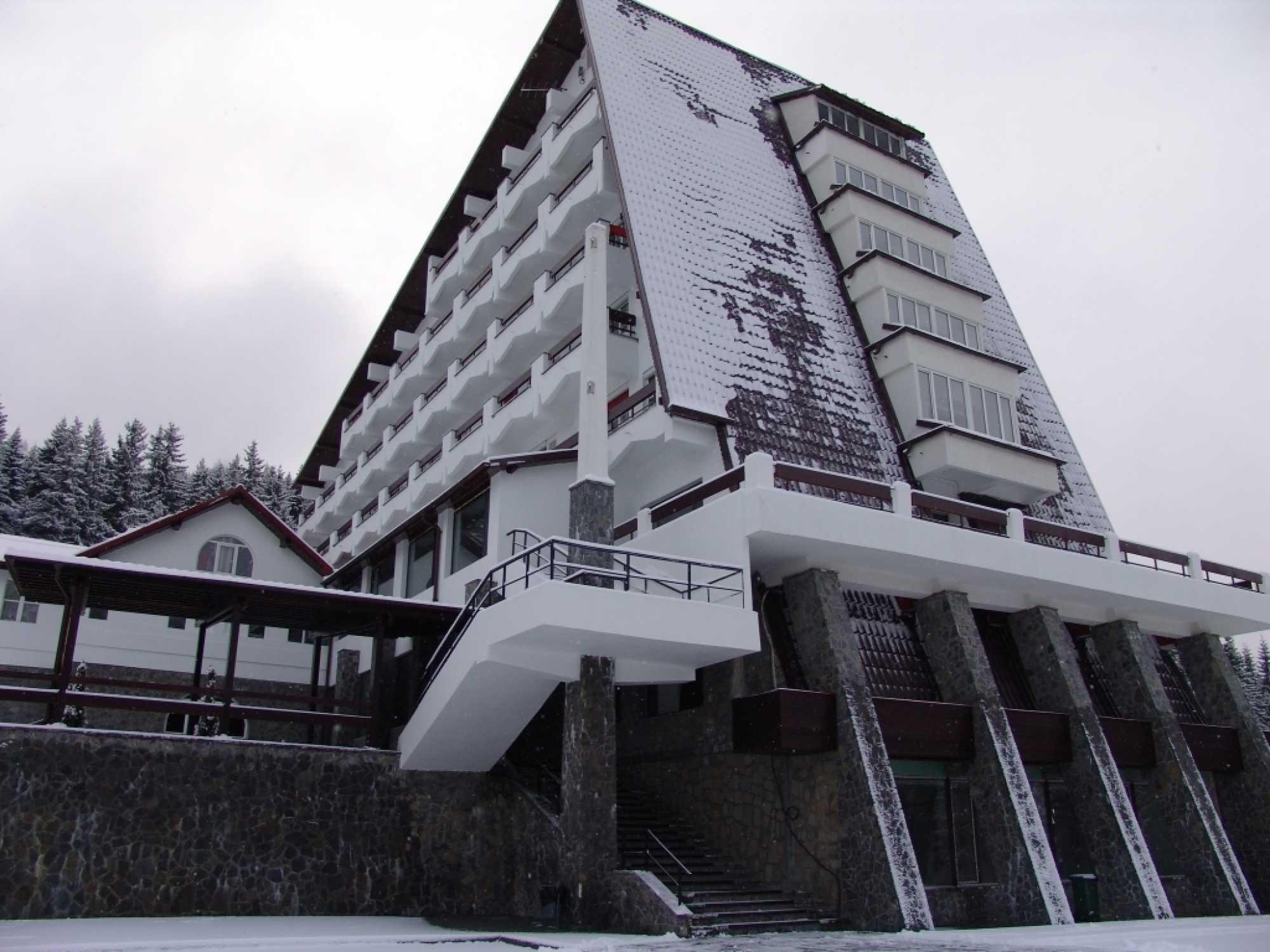Hotel Pestera Moroeni 5